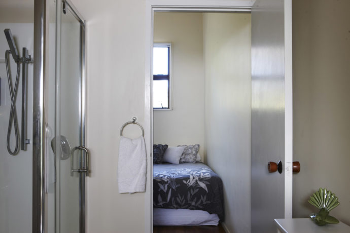 Studio With TV With Free View, A Shower And Toilet