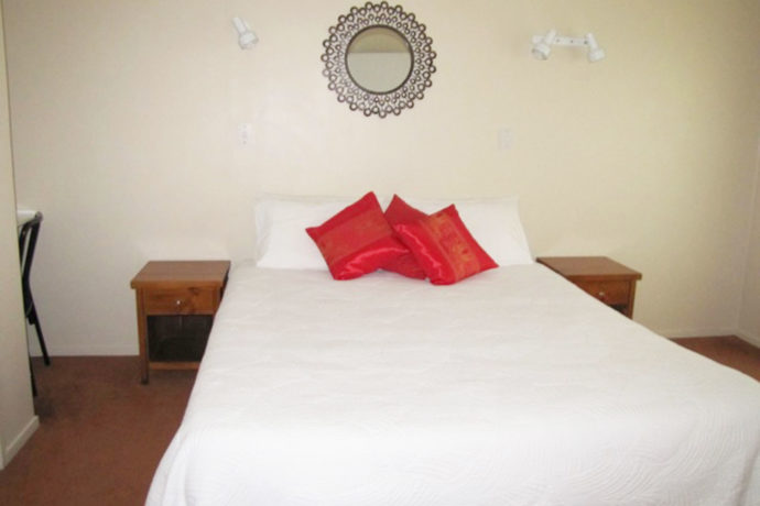 King Bed Holiday Accommodation